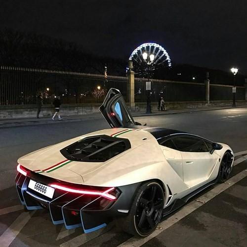 Siêu xe Lamborghini Centenario mang biển cực độc 'thở' trên phố Paris - ảnh 3