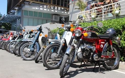 Hàng trăm xe máy cổ hội tụ tại Sài Gòn ảnh 2