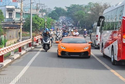 Siêu bò Lamborghini Huracan độ Vorsteiner chất nhất Việt Nam ảnh 2