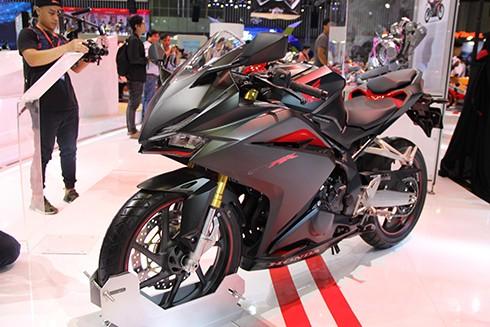 Sportbike Honda CBR250RR 2017 đầu tiên về Việt Nam ảnh 1