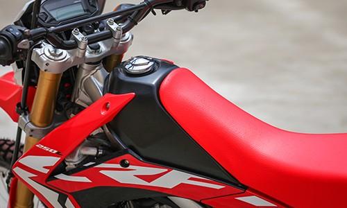 Honda CRF250L bản 2017 giá 8.500 USD đầu tiên về Việt Nam ảnh 7