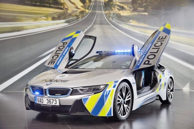 Cảnh sát Séc dùng siêu xe hybrid BMW i8 ảnh 6