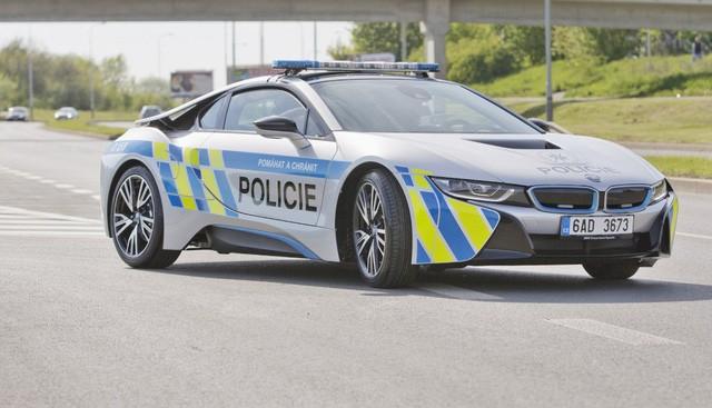 Cảnh sát Séc dùng siêu xe hybrid BMW i8 ảnh 7