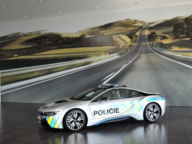 Cảnh sát Séc dùng siêu xe hybrid BMW i8 ảnh 5