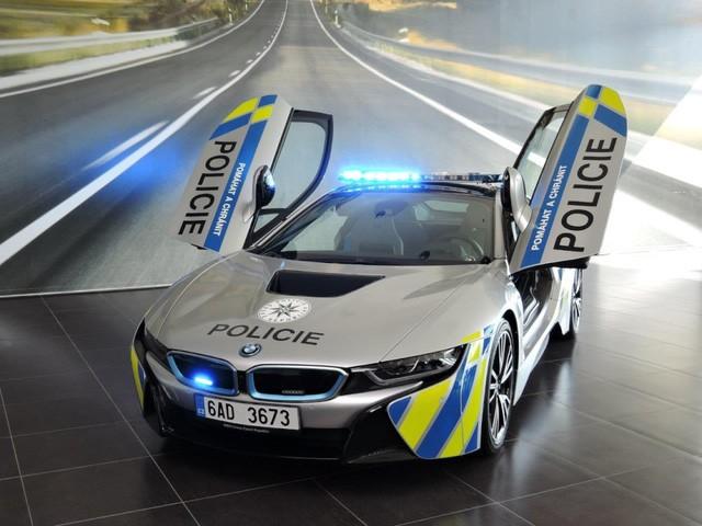 Cảnh sát Séc dùng siêu xe hybrid BMW i8 ảnh 2