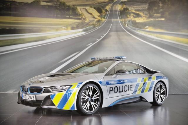 Cảnh sát Séc dùng siêu xe hybrid BMW i8 ảnh 1
