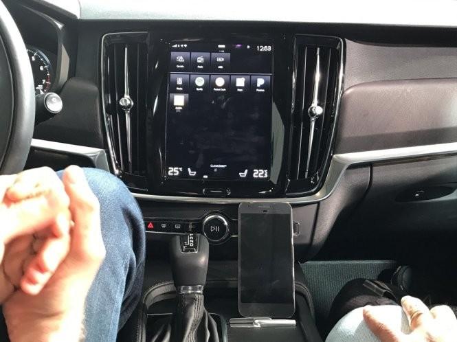 Tài xế xe hơi ra lệnh, Google Assistant phục vụ ảnh 2