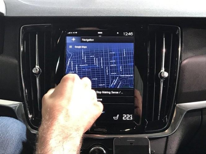 Tài xế xe hơi ra lệnh, Google Assistant phục vụ ảnh 4