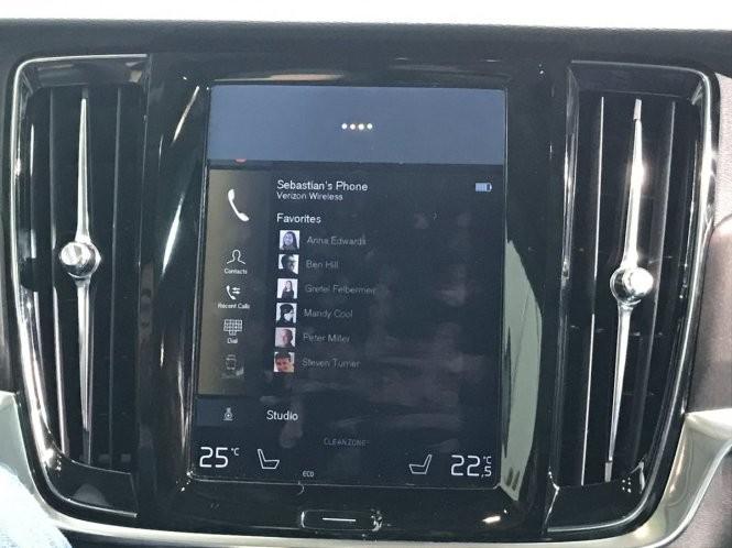 Tài xế xe hơi ra lệnh, Google Assistant phục vụ ảnh 5