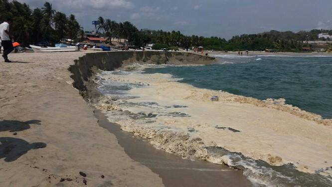 Người dân tại vùng biển Mexico hoảng hốt với hiện tượng có một không hai ảnh 2