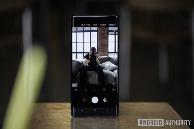"""Top 8 mẫu điện thoại Android có khả năng chụp ảnh """"tự sướng"""" vi diệu ảnh 15"""