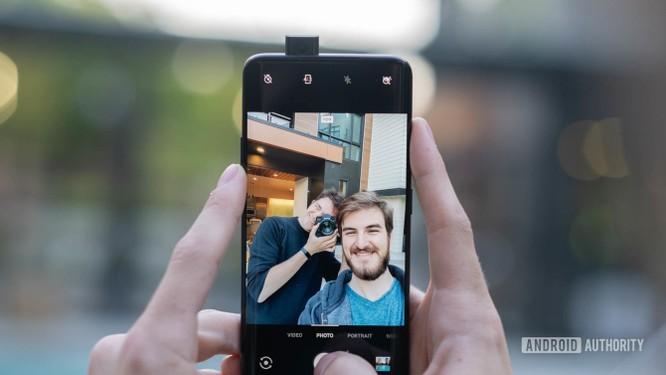"""Top 8 mẫu điện thoại Android có khả năng chụp ảnh """"tự sướng"""" vi diệu ảnh 13"""