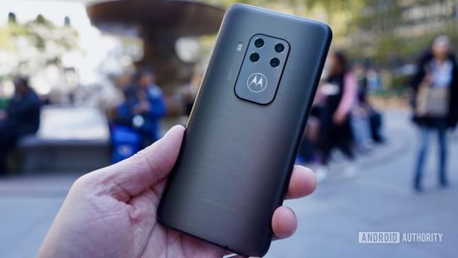"""Đánh giá Motorola One Zoom - Đối thủ """"nặng ký"""" trong phân khúc giá rẻ ảnh 9"""