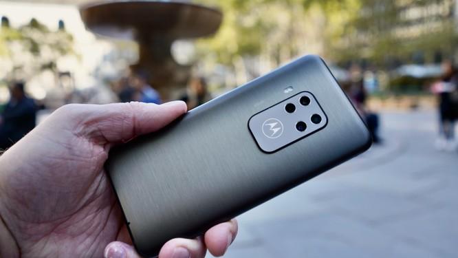 """Đánh giá Motorola One Zoom - Đối thủ """"nặng ký"""" trong phân khúc giá rẻ ảnh 11"""