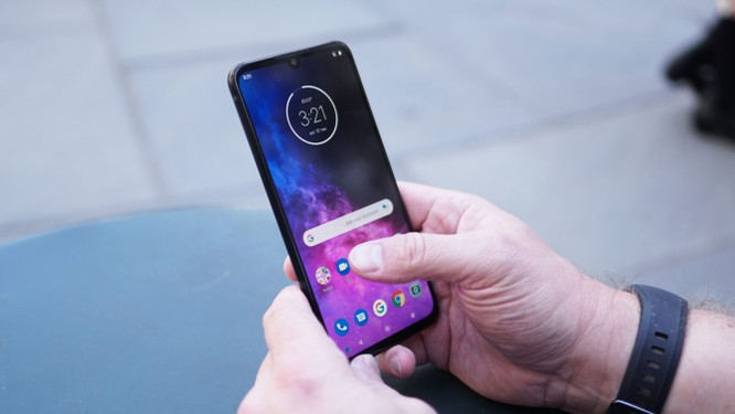 """Đánh giá Motorola One Zoom - Đối thủ """"nặng ký"""" trong phân khúc giá rẻ ảnh 10"""
