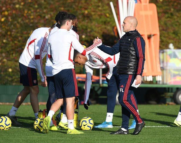 Những tia hy vọng trong buổi tập đầu tiên của Arsenal dưới sự chỉ đạo của huấn luyện viên tạm quyền Freddi Ljungberg ảnh 1