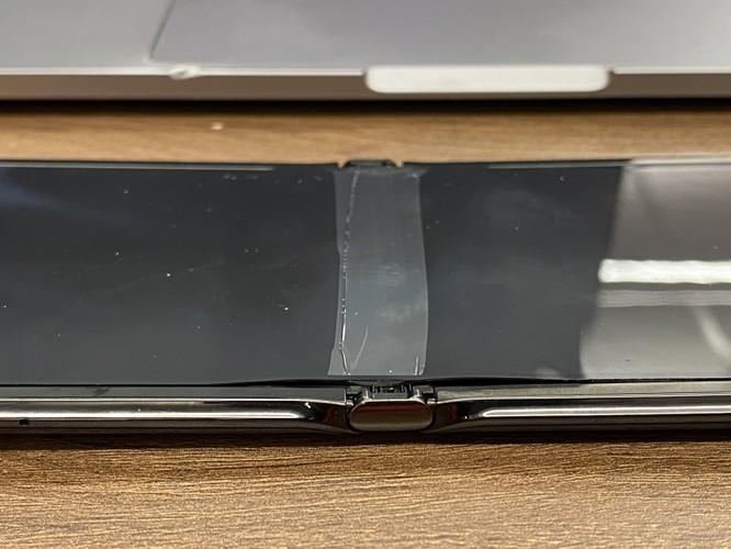"""Motorola """"lấp liếm"""" việc màn hình Motorola Razr gặp lỗi ảnh 2"""