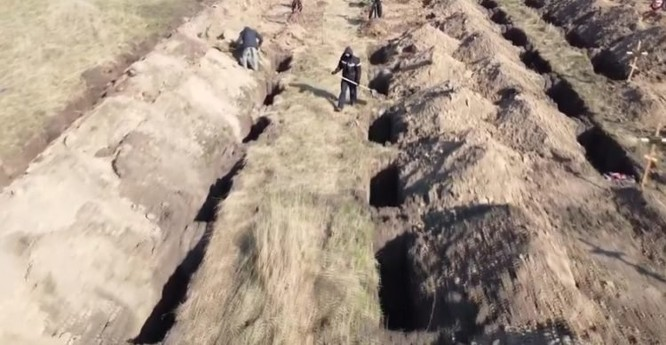 Ukraina: đào hàng trăm ngôi mộ để dọa người dân ở nhà ảnh 1