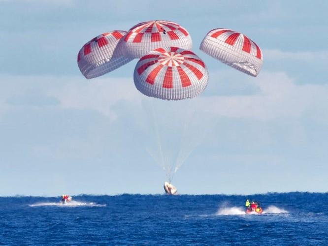 SpaceX đưa thành công 2 phi hành gia NASA trở về Trái Đất ảnh 1