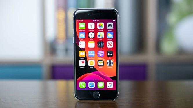 iPhone SE và Samsung Galaxy S10 Lite, smartphone nào đáng chọn trong tầm giá dưới 15 triệu đồng? ảnh 2