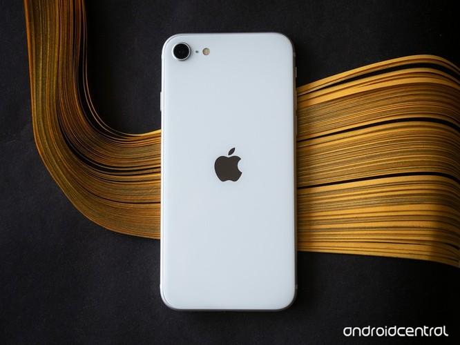 iPhone SE và Samsung Galaxy S10 Lite, smartphone nào đáng chọn trong tầm giá dưới 15 triệu đồng? ảnh 3