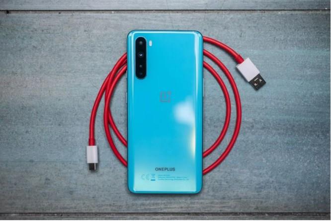 """Top 3 mẫu điện thoại 5G đang làm """"mưa gió"""" ở Việt Nam, giá từ 14 triệu đồng ảnh 1"""