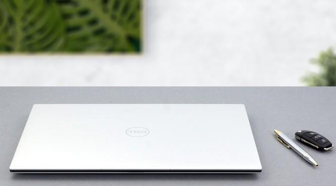 So sánh Dell XPS 17 9700 và Macbook Pro 16: Đâu là chiếc laptop phục vụ tốt cho công việc đồ họa ảnh 6