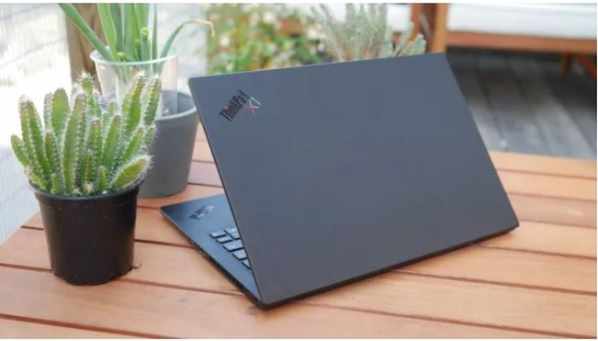 So sánh ThinkPad X1 Carbon Gen 8 và Dell XPS 13: Laptop nào dành cho doanh nhân? ảnh 2