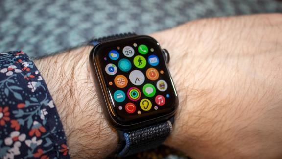 Samsung Galaxy Watch 3 vs Apple Watch SE: Smartwatch nào đáng mua với mức giá 10 triệu đồng? ảnh 12