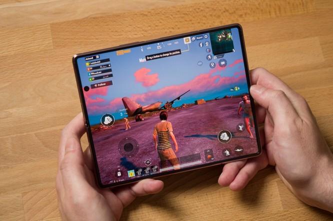 Samsung Galaxy Z Fold 2 và Surface Duo: Nên chọn điện thoại gập nào trong tầm giá 50 triệu đồng? ảnh 12