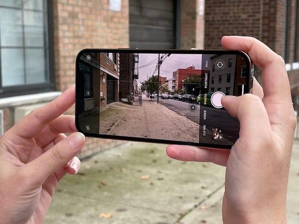 iPhone 12 Pro vs Samsung Galaxy Note 20 Ultra: Trong khoảng 30 triệu nên mua mẫu nào? ảnh 9