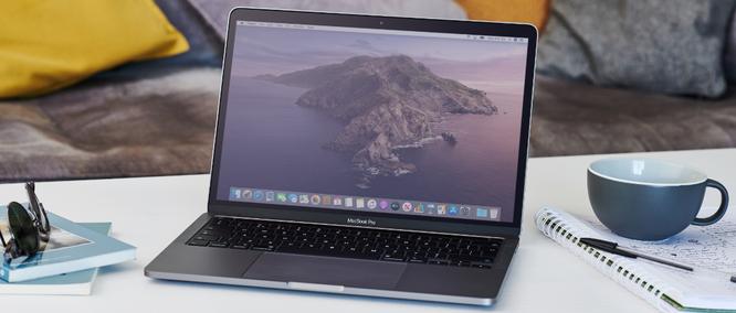 Macbook Pro 13 2020 vs ThinkPad X1 Carbon Gen 8: Chọn MacOS hay Windows ? ảnh 1