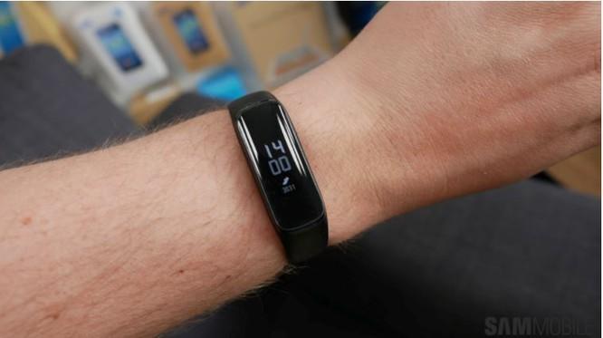 4 chiếc vòng đeo tay thông minh đáng mua nhất trong tầm giá dưới 1 triệu đồng ảnh 19