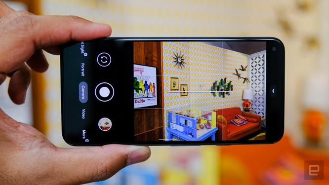 So sánh Google Pixel 5 với iPhone 12 Mini: smartphone nhỏ gọn, cấu hình khủng ảnh 15