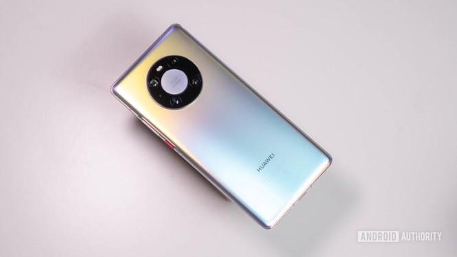 Huawei tuột dốc trên thị trường smartphone: Người dùng được gì và mất gì? ảnh 1