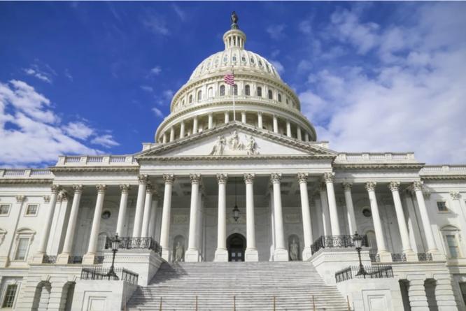Các nhà lập pháp Mỹ xem xét dự luật cấm Apple cài đặt sẵn các ứng dụng của mình trên iPhone ảnh 1