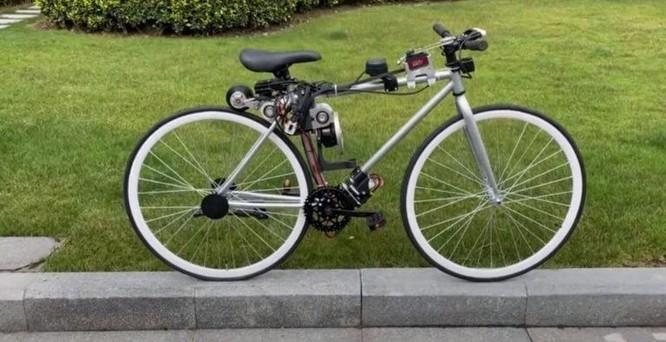 Sau một lần ngã xe, chàng kỹ sư trẻ chế tạo chiếc xe đạp tự cân bằng mà ai cũng có thể đi được ảnh 1