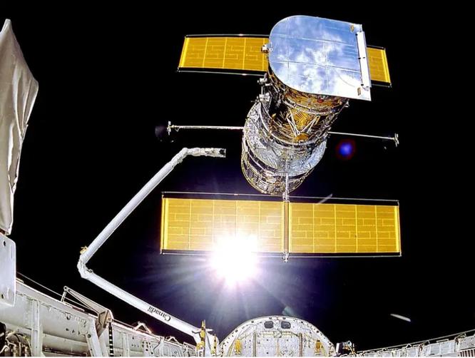 Kính viễn vọng không gian Hubble bị hỏng, NASA đã thử sửa 3 lần nhưng không thành công ảnh 1