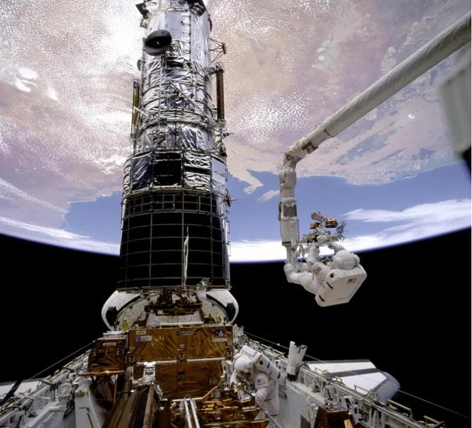 Kính viễn vọng không gian Hubble bị hỏng, NASA đã thử sửa 3 lần nhưng không thành công ảnh 2