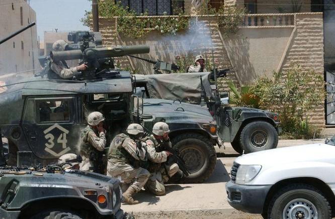 Cận cảnh tên lửa chống tăng bị chính lớp phòng thủ của xe tăng tiêu diệt ảnh 1