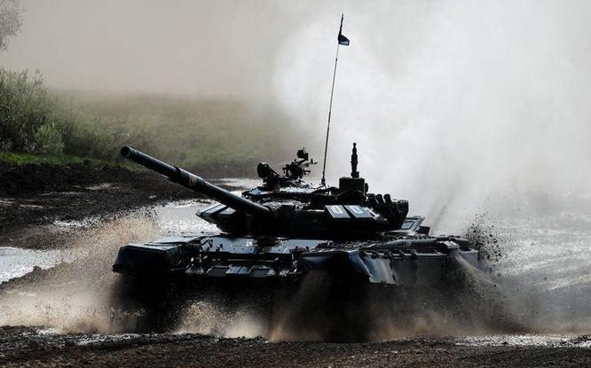 Cận cảnh tên lửa chống tăng bị chính lớp phòng thủ của xe tăng tiêu diệt ảnh 2