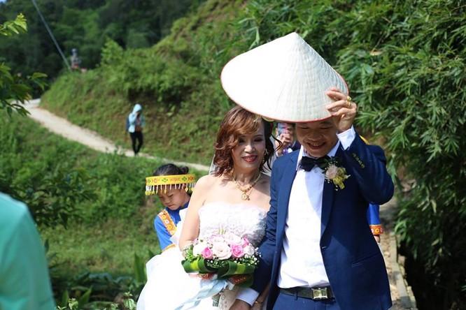 Đám cưới cổ tích giữa cô dâu 61 và chú rể 26 tuổi ở Cao Bằng ảnh 4