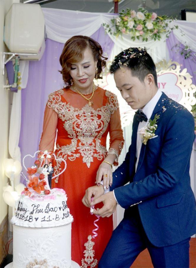 Đám cưới cổ tích giữa cô dâu 61 và chú rể 26 tuổi ở Cao Bằng ảnh 1