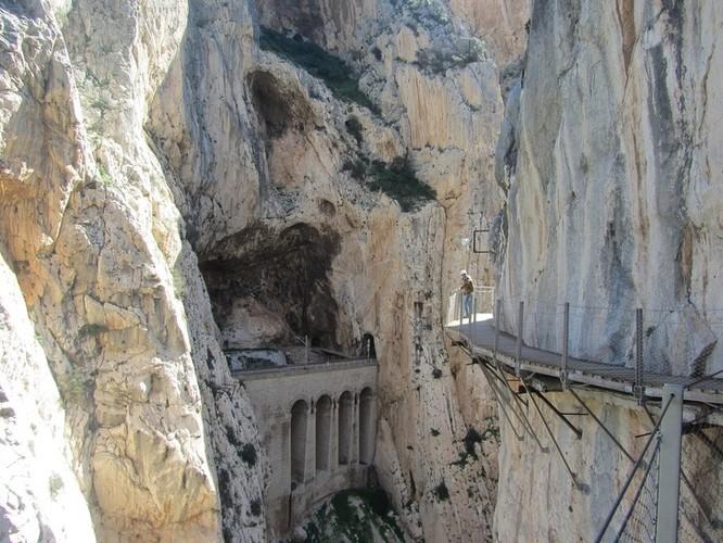 Thót tim chiêm ngưỡng 16 cầu thang nguy hiểm trên thế giới ảnh 9