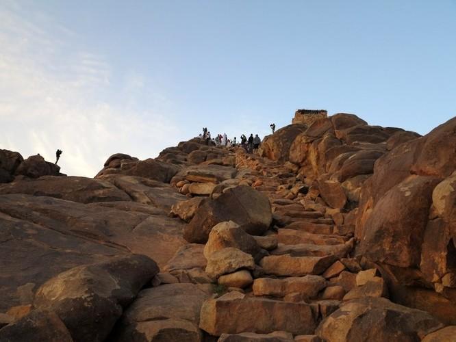 Thót tim chiêm ngưỡng 16 cầu thang nguy hiểm trên thế giới ảnh 5