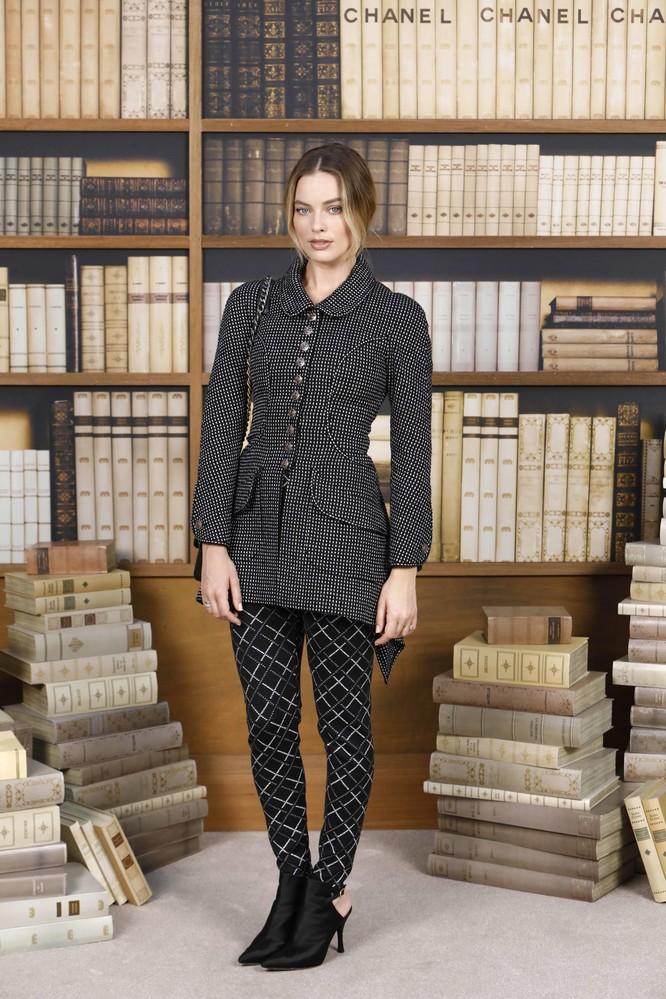 Chanel Haute Couture lấy Thư viện làm sàn diễn thời trang cho BST mới ảnh 4