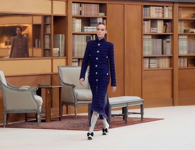 Chanel Haute Couture lấy Thư viện làm sàn diễn thời trang cho BST mới ảnh 3