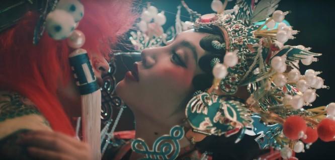 """Orange """"lột xác"""" đầy nữ tính trong MV Chân Ái ảnh 3"""