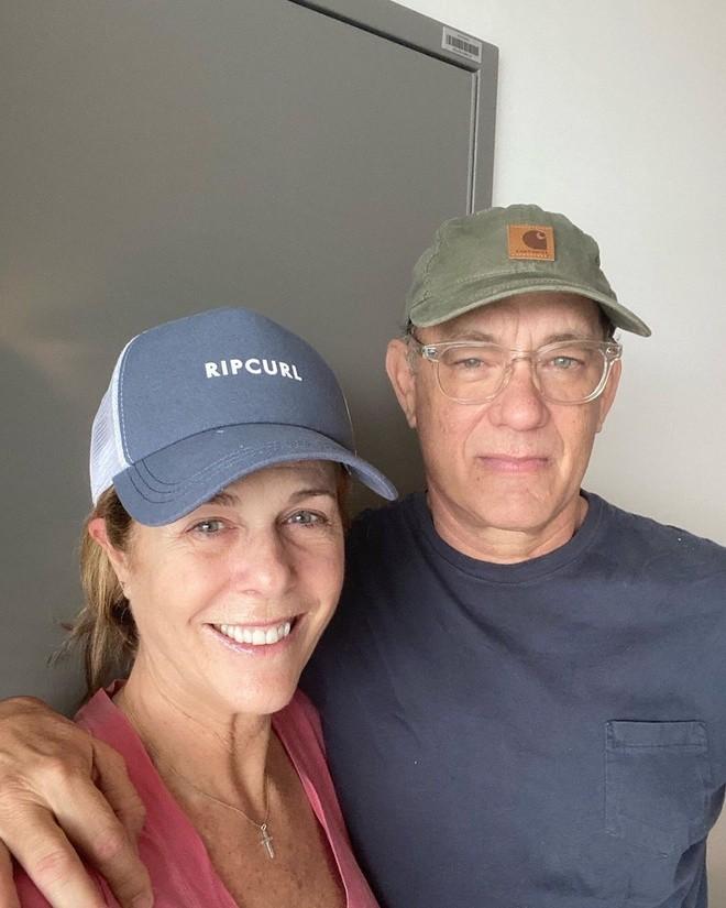 Diễn viên Tom Hanks xuất viện sau thời gian chữa trị Covid-19 ảnh 1