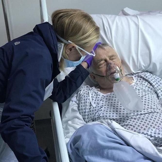 Cha đẻ của nữ diễn viên Docter Who qua đời do virus Corona ảnh 1
